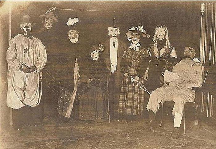 Как выглядели костюмы для Хэллоуина в викторианскую эпоху (14 фото)