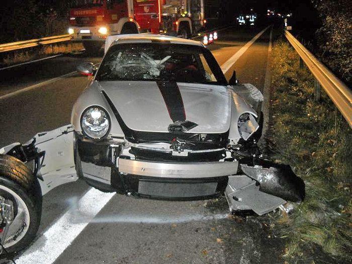 Пьяный водитель Chevrolet угробил два дорогущих Porsche.GT3 RS и GT3 RS 4.0 (4 фото)