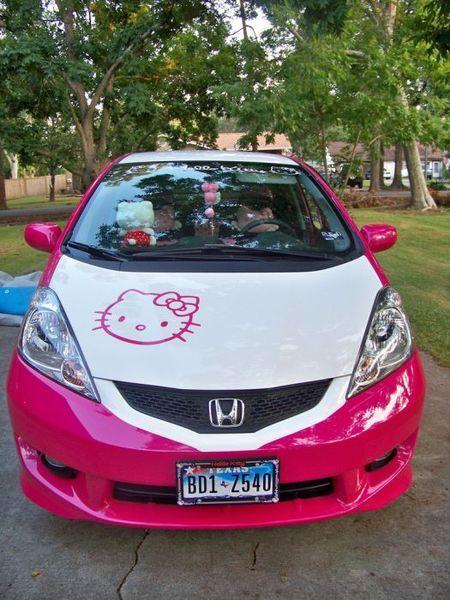 Девчачий авто в стиле Hello Kitty (21 фото)