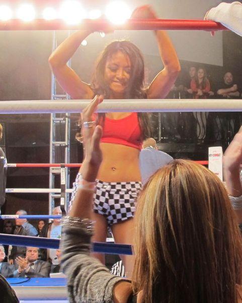Тила Текила боксирует (3 Фото)
