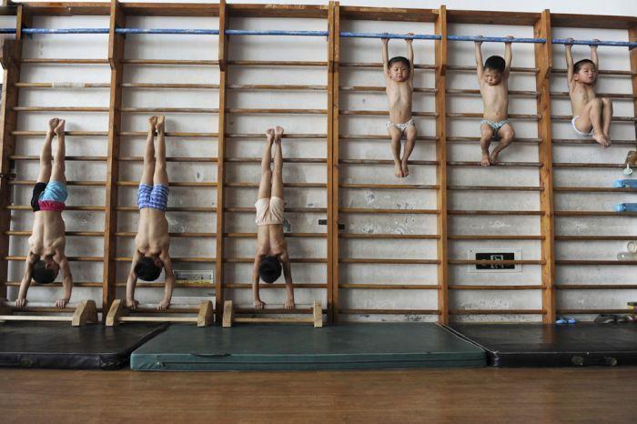 Школа гимнастики в Китае (18 фото)