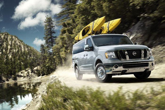 В Nissan представили два новых минивена (17 фото)