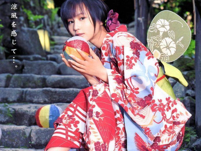 Японки в кимоно (24 фото)