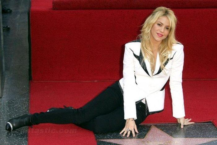 Shakira на аллее славы (11 фото)