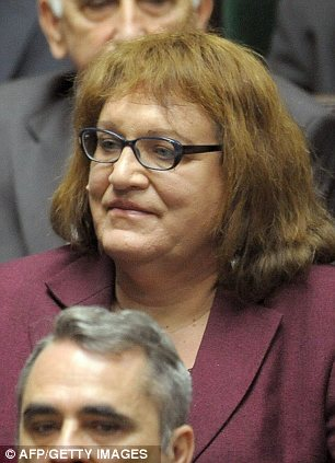 Трансcексуал в парламенте (4 фото + 1 видео)