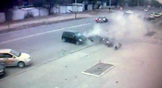 Жестокое столкновение в центре города (видео)
