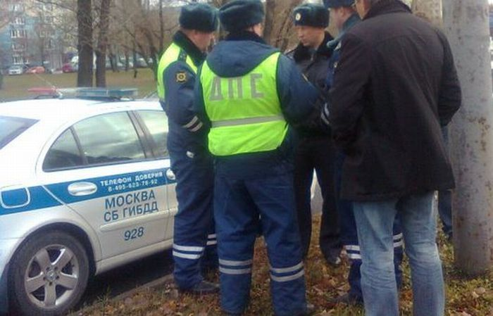 Сотрудники ДПС стали виновниками аварии (4 фото)