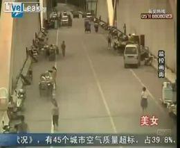 Девушка в миниюбке спровоцировала аварию мотоциклиста