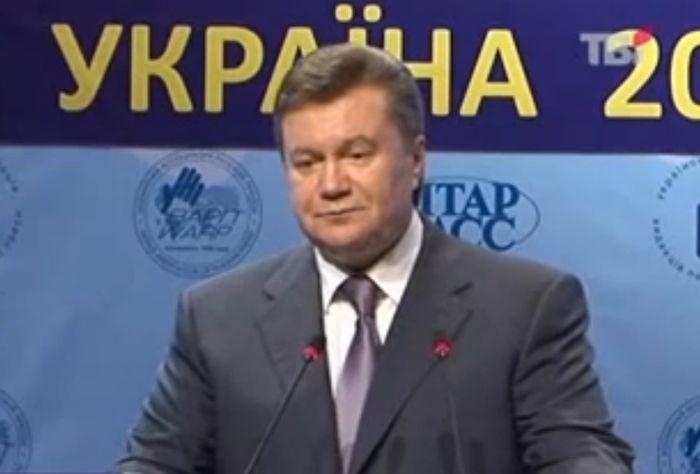 Янукович забыл название закона (видео)