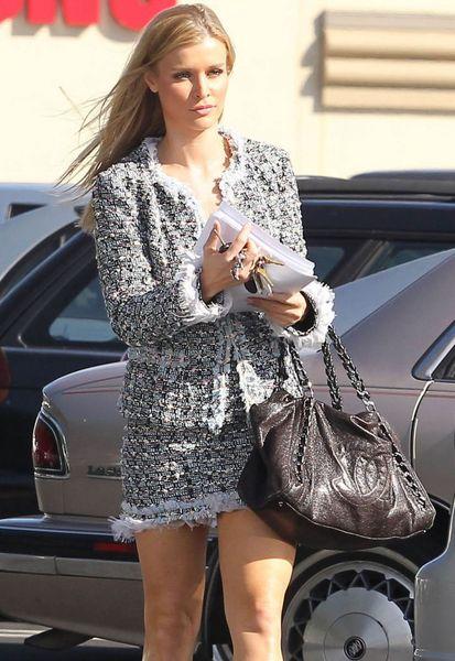 Красотка Джоанна Крупа на высоких каблуках (5 фото)