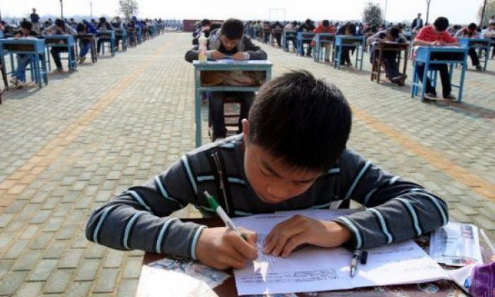 Борьба со списыванием в Китае (3 фото)
