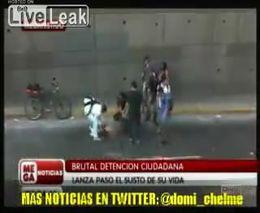 В Мексике толпа раздела и избила вора на глазах у смеющейся публики