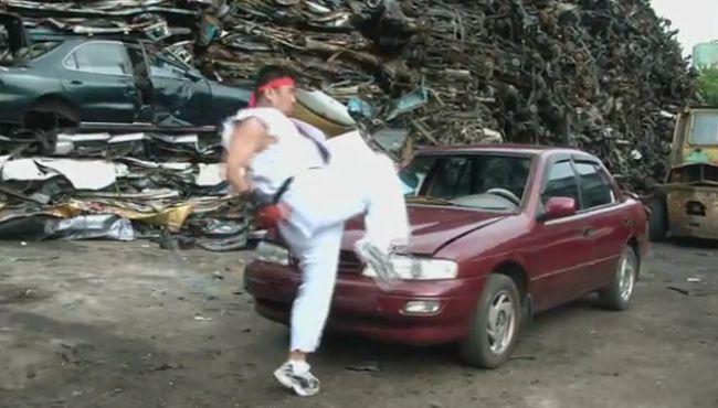 Как разбить авто голыми руками за 60 секунд (видео)