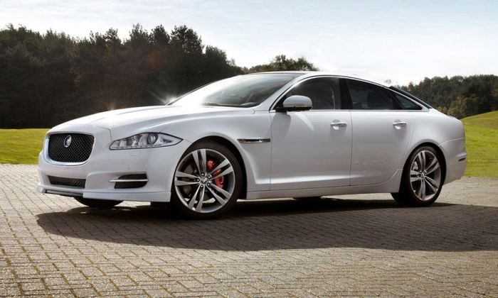Компания Jaguar представила спортивную версию модели XJ (5 фото)