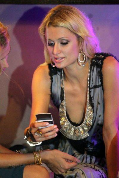 Paris Hilton в ночном клубе (6 фото)