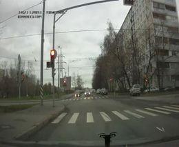 Три идиота проехали на красный
