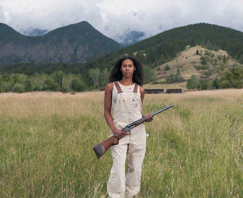 Дамы с оружием (10 фото)