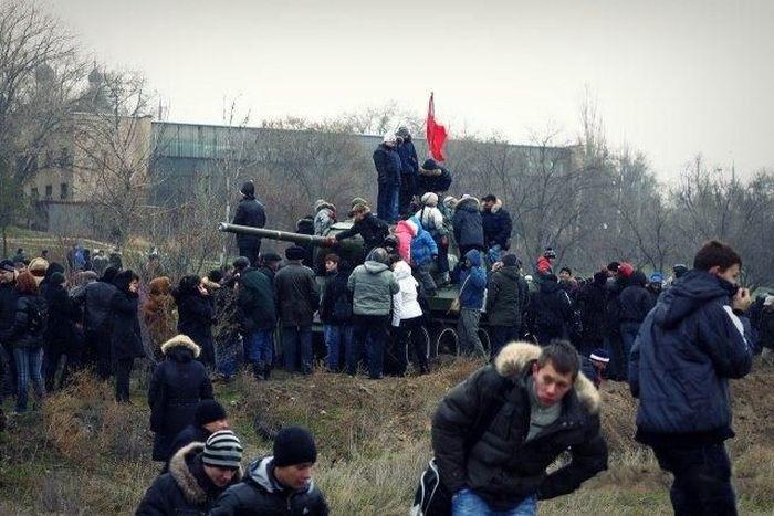 Реконструкция Сталинградской битвы (16 фото)