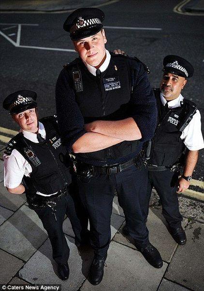 Полицейский дядя Степа (3 фото)