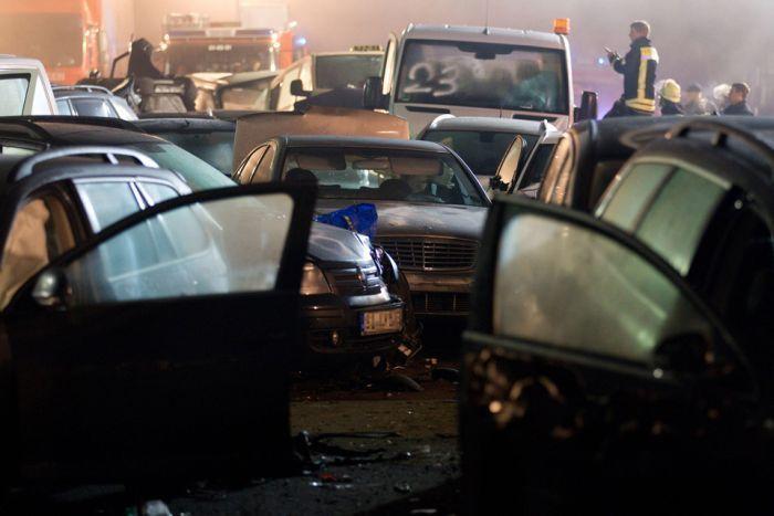 Крупное ДТП в Германии: столкнулись 50 автомобилей (15 фото)