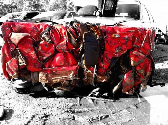 Что можно сделать из разбитой феррари (12 фото)