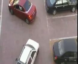 Интересный способ припарковаться на узком парковочном месте