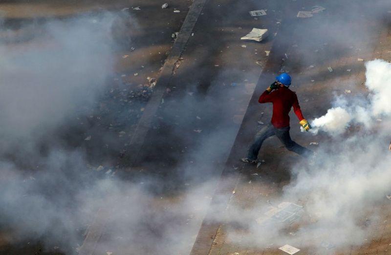 12137 990x647 Новые беспорядки в Каире