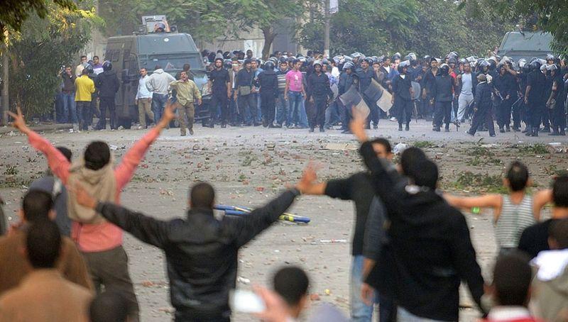 2458 990x562 Новые беспорядки в Каире