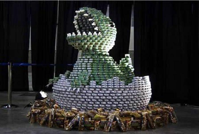 Скульптуры из консервов (13 фото)