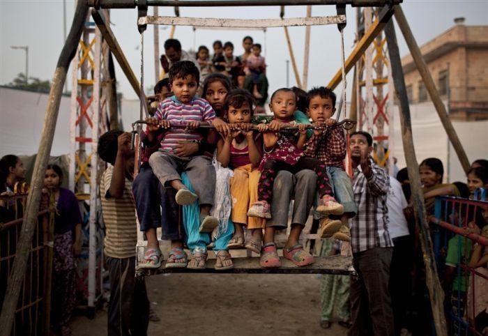 Колесо обозрения на человеческой тяге в Индии ... (4 фото)