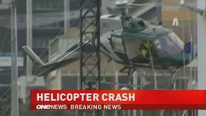 Вертолет рухнул при установке новогодней елки (7 фото + 1 видео)