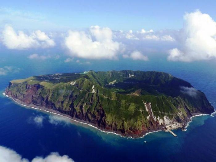 Обитаемый остров Aogashima (9 фото)