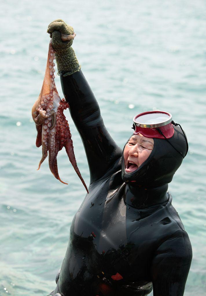 2298 Корейские подводные бабушки