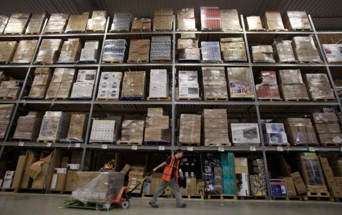 Взгляд изнутри на склад интернет-магазина Amazon (12 фото)