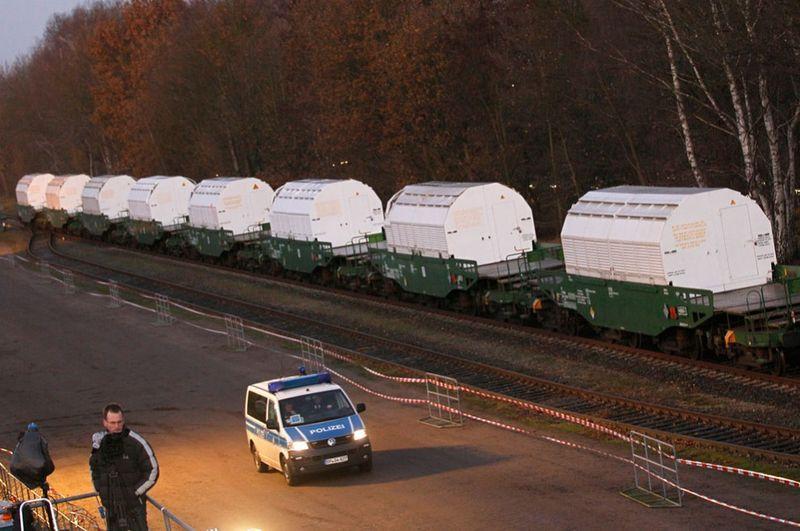 10166 990x658 Протесты против перевозки ядерных отходов