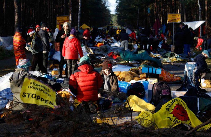 3058 990x644 Протесты против перевозки ядерных отходов