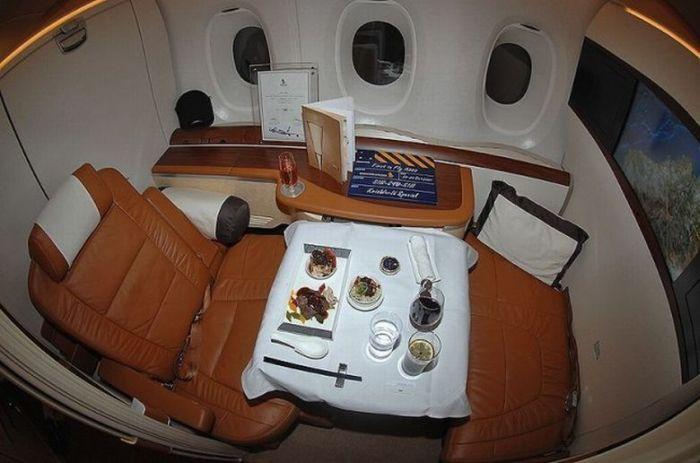 Шикарные апартаменты внутри самолета А380 (7 фото)