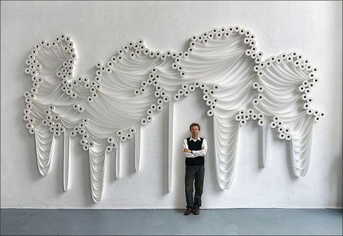Туалетная бумага как источник вдохновения для художника (5 фото)