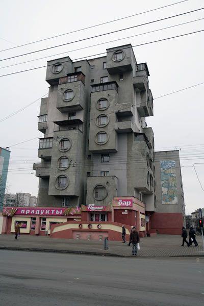 Необычный дом в Бобруйске (2 фото)