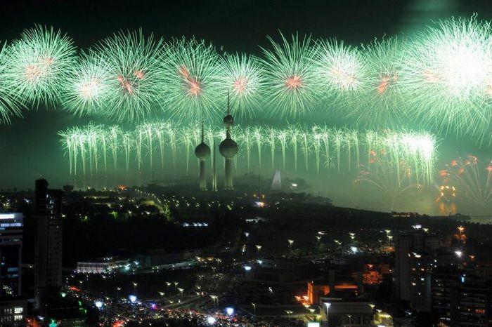 Грандиозный фейерверк в Кувейте (9 фото + 1 видео)