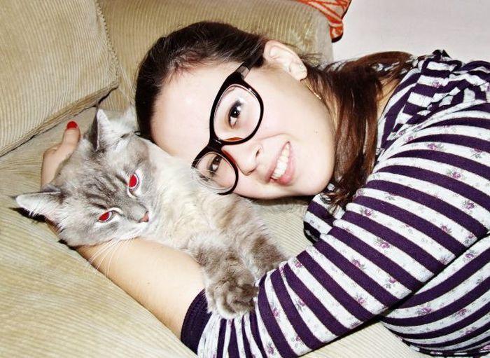 Девушка и котенок (4 фото)