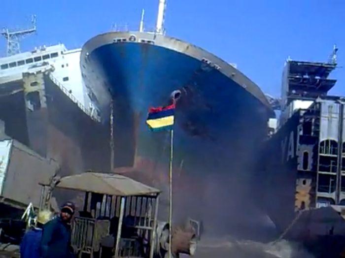 Как паркуется судно (видео)