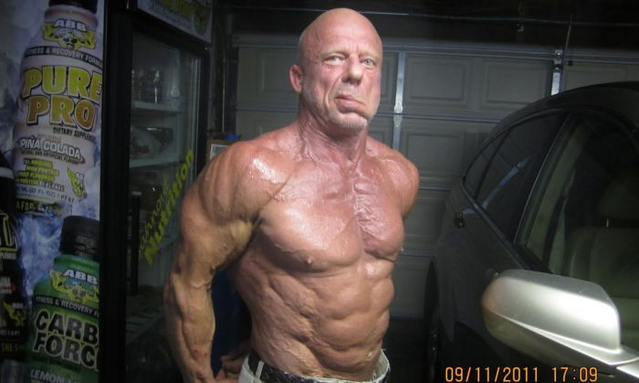 60-летний бодибилдер (30 фото)