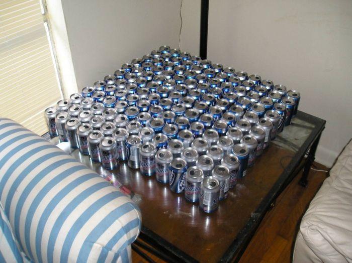 Рабочий стол студента, который любит пить пиво (24 фото)