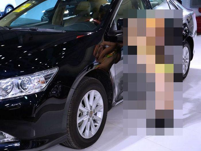 Скандальное открытие автосалона в Ухане (7 фото)