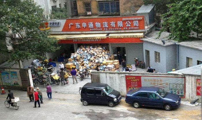 Китайский склад интернет-магазина (9 фото)