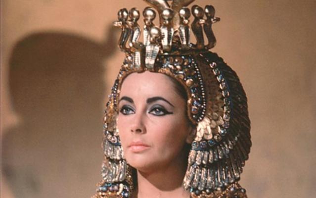 что Клеопатра погибла,