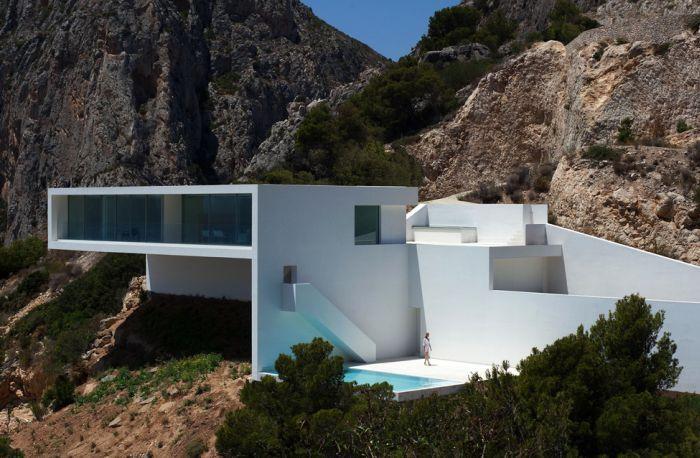 Сногсшибательный дом с уникальным дизайном (32 фото)