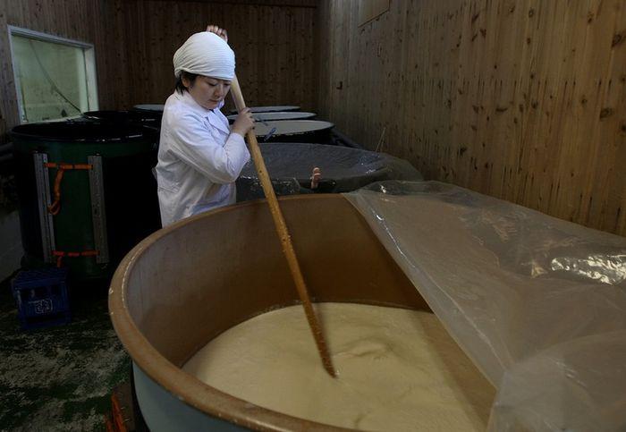 Производство саке (15 фото)