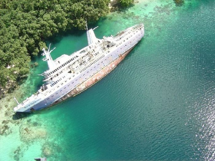Забытое судно (17 фото)